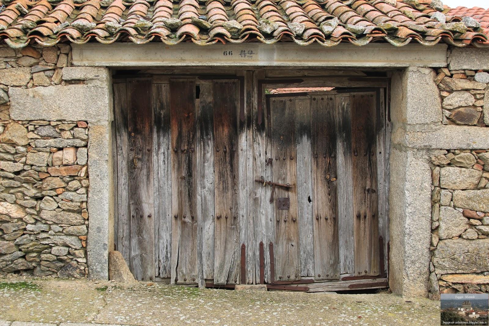 Bogajo salamanca puertas antiguas de doble hoja de madera for Fotos de puertas de madera antiguas