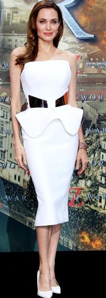Foto de Angelina Jolie con vestido blanco