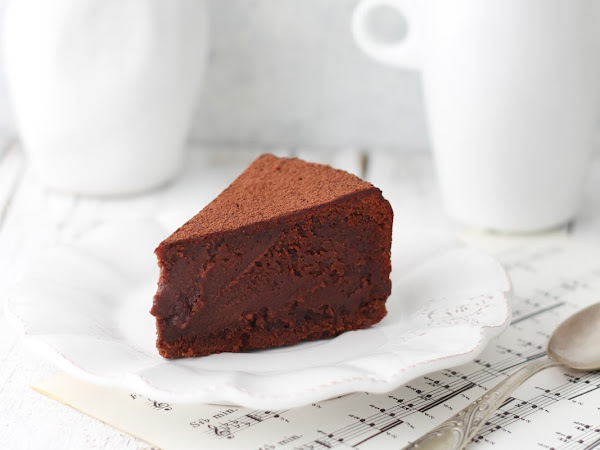 Torta cremosa al cioccolato fondente
