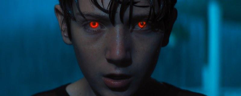 Trailer de El Hijo, la película que combina superhéroes y terror