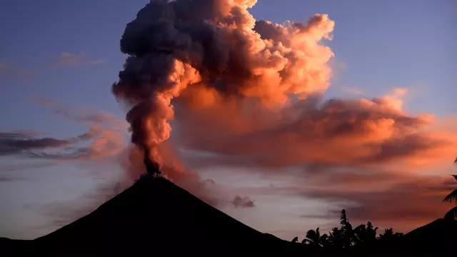 Aktivitas Gunung Soputan Meningkat Bukan karena Gempa Palu