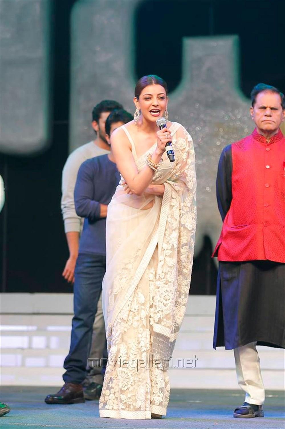 Kajal Aggarwal Looks Stunning in Cream Saree at Khiladi 150 Pre Release Event Jnaury 2017