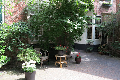container garden, Dutch courtyard