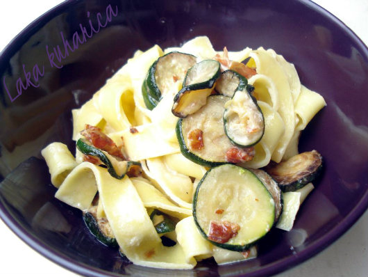 Tagliatelle with courgette and  pancetta by Laka kuharica: flavorful, tasty, light, and easy meal.