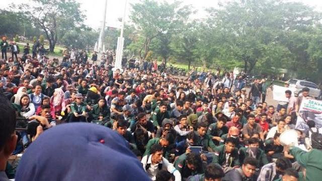 Mahasiswa USU Demo, Tuntut Tanggung Jawab Rektorat Atas Pemukulan Mahasiswa