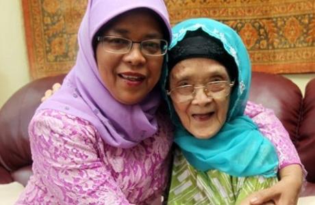 Si Penjual Nasi Padang itu Kini Jadi Presiden Perempuan Pertama Singapura