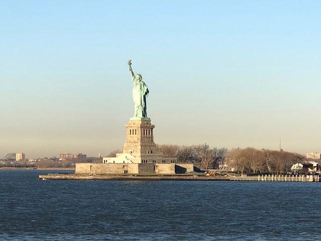 Vista de la Estatua de la Libertad desde el ferry de Staten Island. Nueva York con adolescentes | turistacompulsiva.com