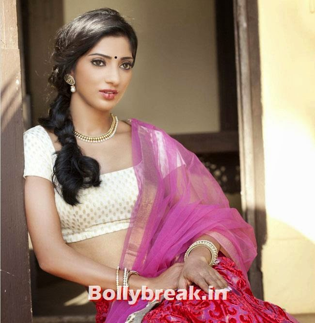 Divyani Singh, Divyani Singh Photo Gallery in Saree