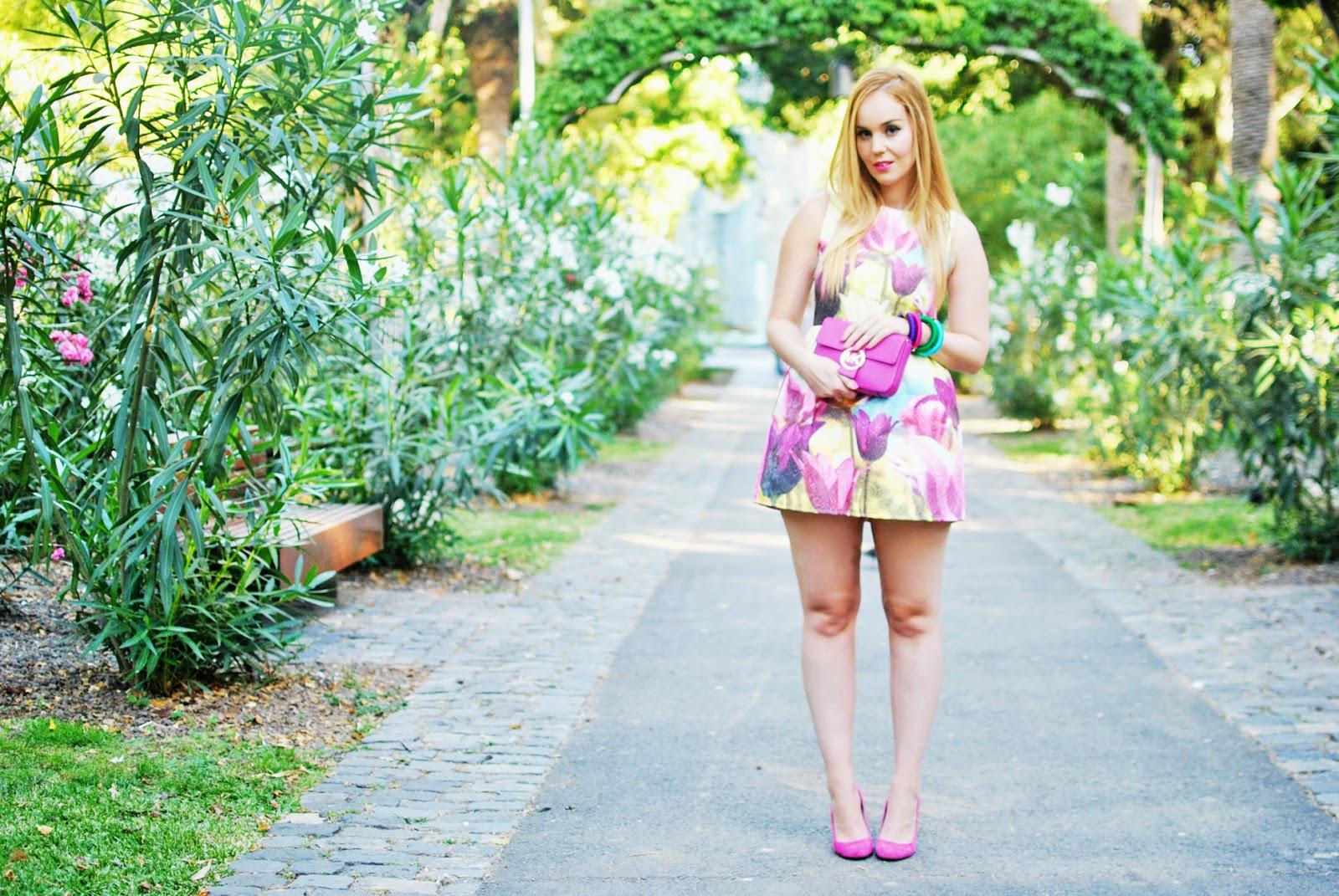 nery hdez, oasap , tulip print, print flores, maharani, blonde , estampado de flores