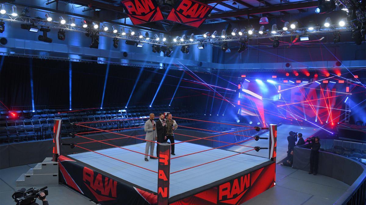 Informações sobre o porquê de talentos da WWE não usarem máscaras nas gravações dos shows