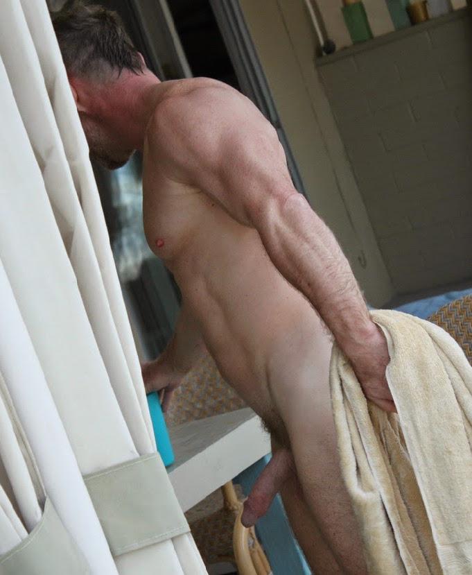 мужское общежитие мужики моются