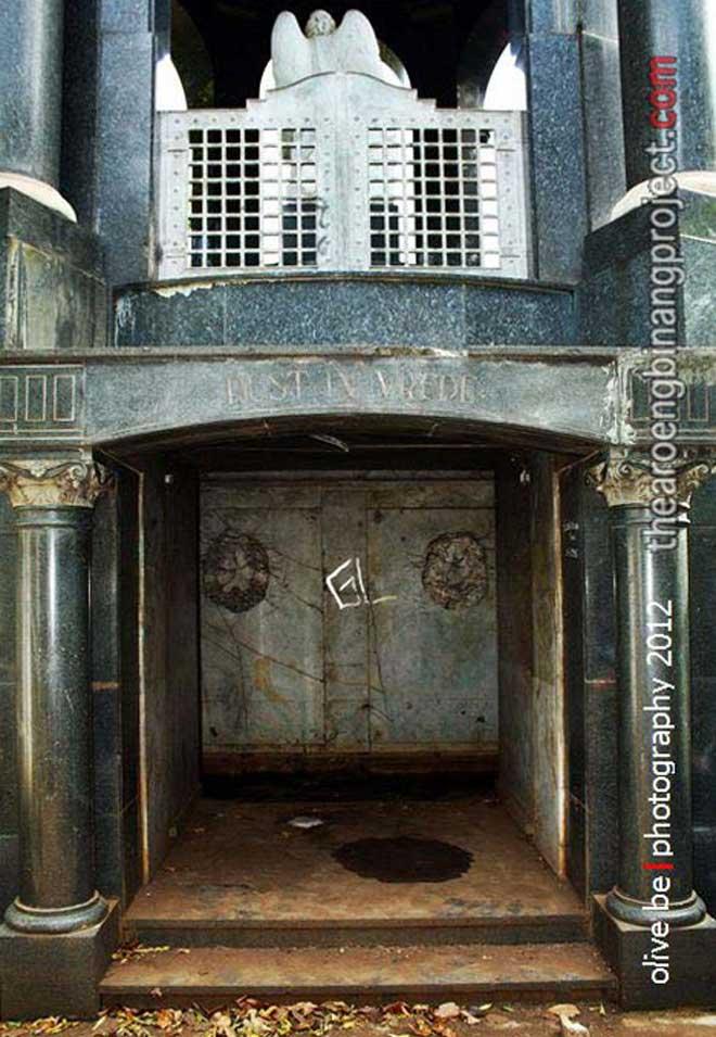 mausoleum og khouw jakarta