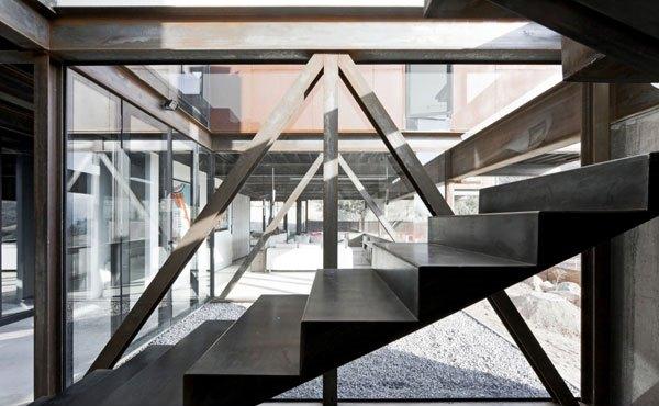 yang akan kita bahas kali ini mempunyai bentuk yang sangat unik dengan  Desain Arsitektur Rumah Kantilever Unik