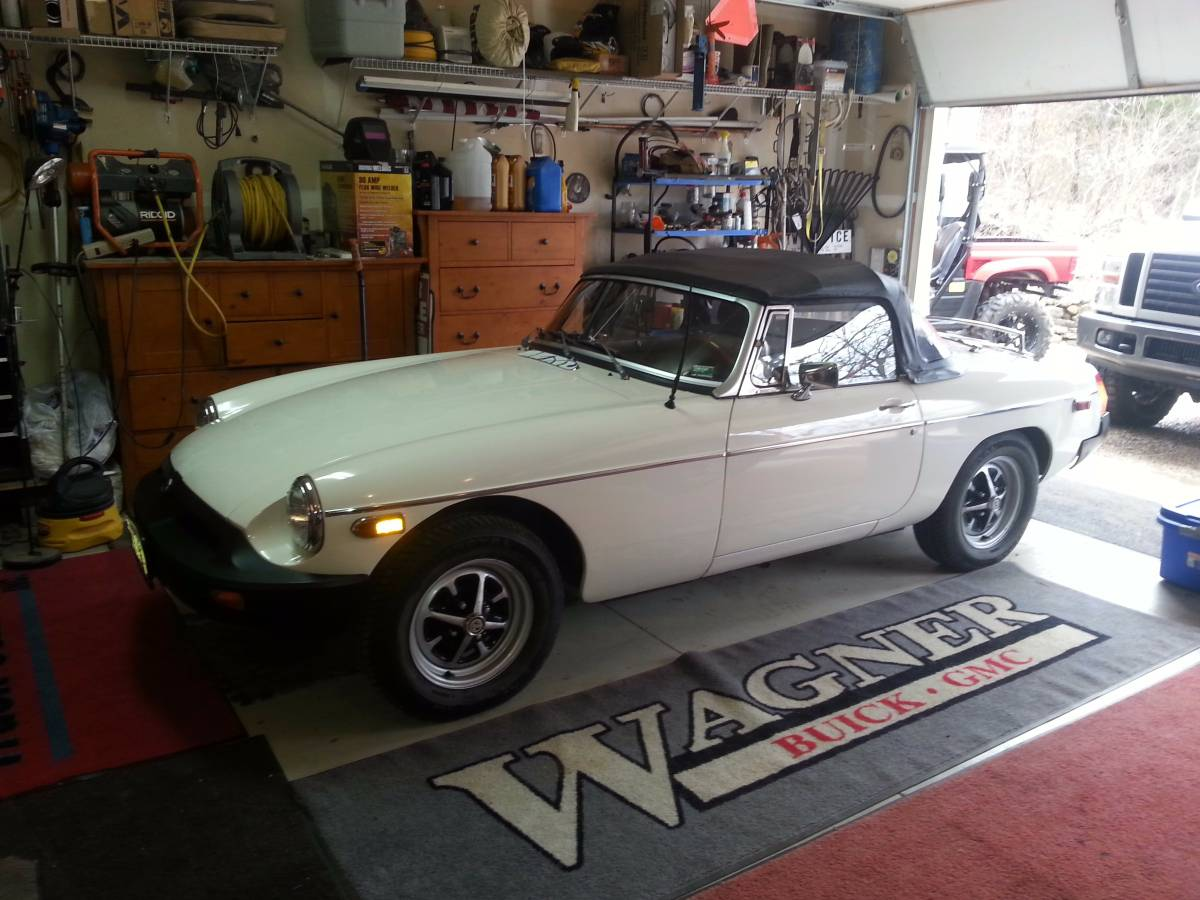 Daily Turismo: Clean Swap: 1980 MG MGB V6
