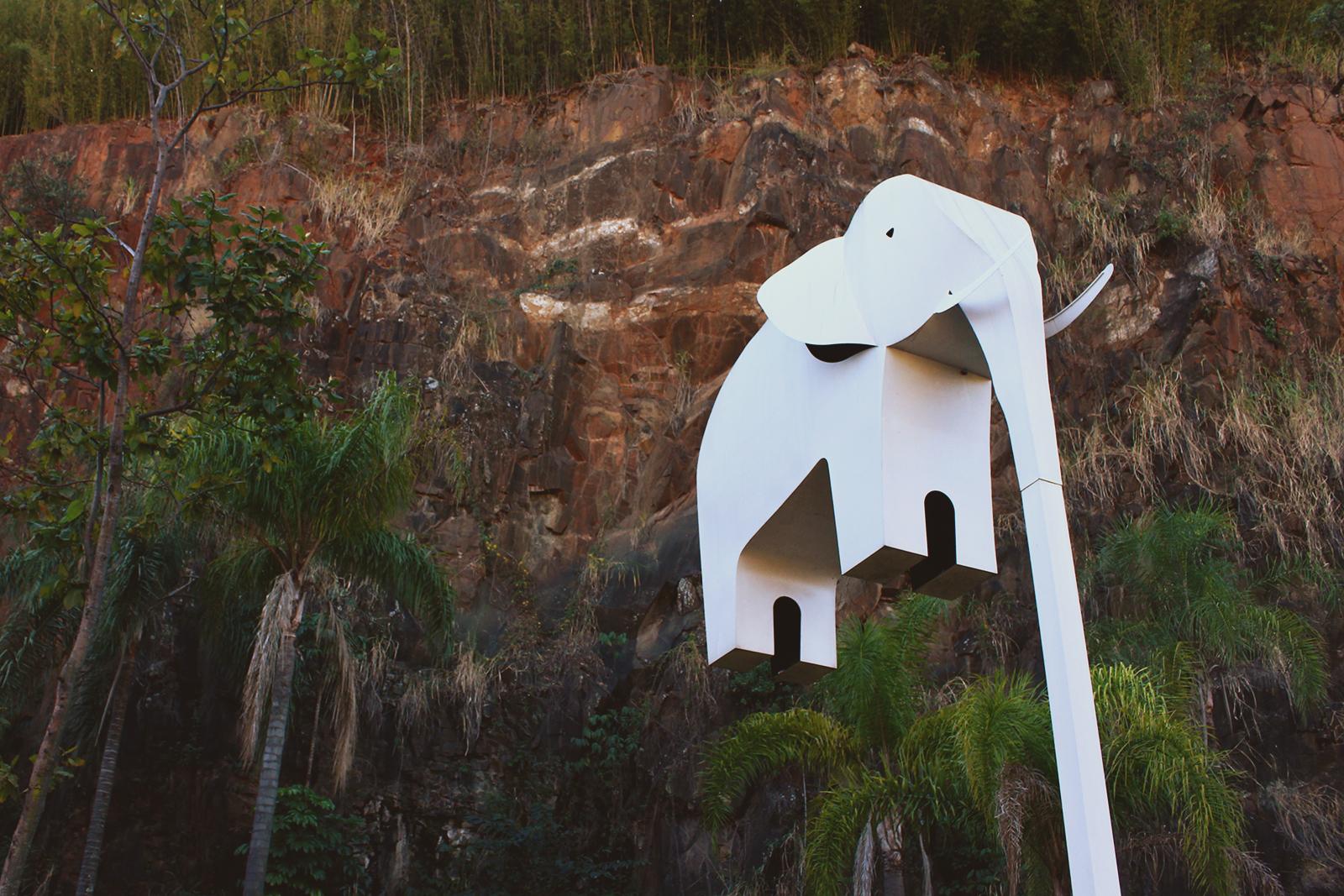poste de elefante branco