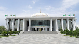 The museum does probably not tell the truth about Turkmenistans evoution and how locals get beaten