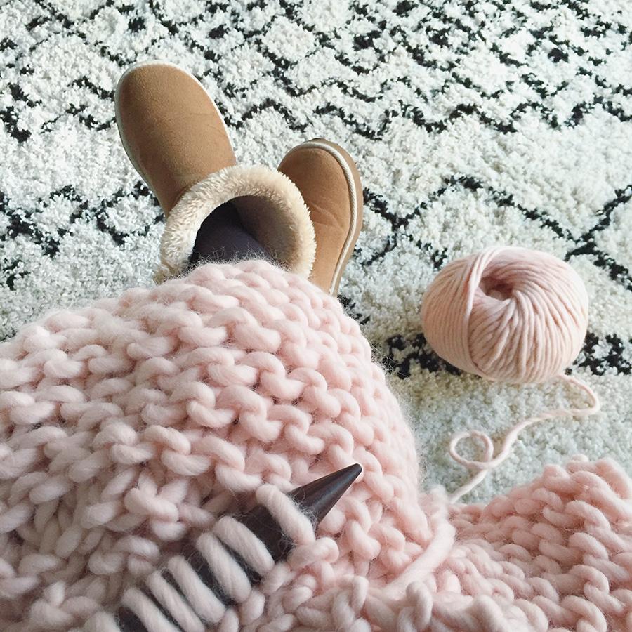 ma grosse couverture au tricot pour mes jolis m mes mais pas que. Black Bedroom Furniture Sets. Home Design Ideas