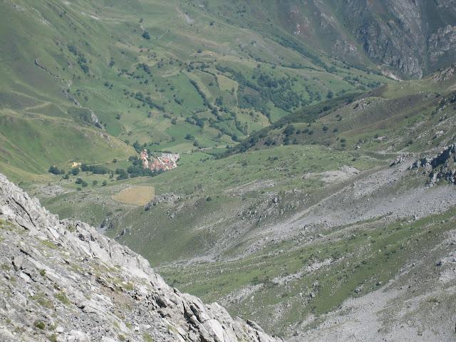Rutas Montaña Asturias: Subiendo Peña Ubiña, vista de Tuiza de Arriba