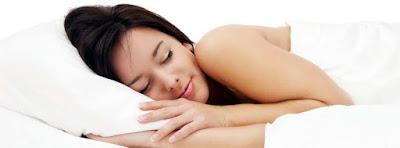 Si quieres dormir como un bebé debes evitar estos alimentos antes de acostarse