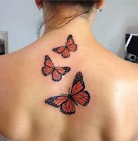 tatuaje de mariposas en la espalda