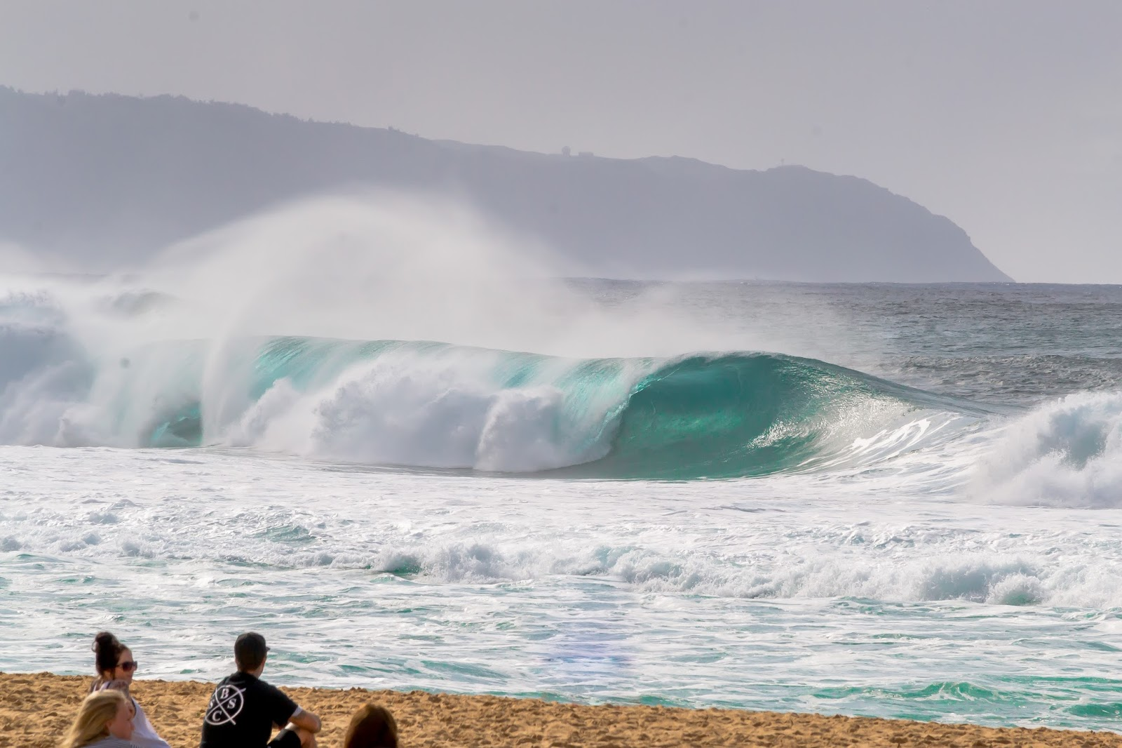 Big Waves in Banzai Pipeline