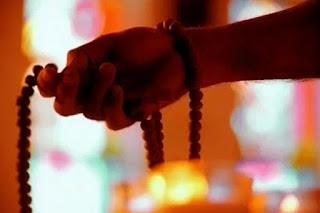 क्यों और कैसे ले बड़ो का आशीर्वाद  झुक कर प्रणाम के फायदे ?