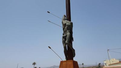 statua inquietante