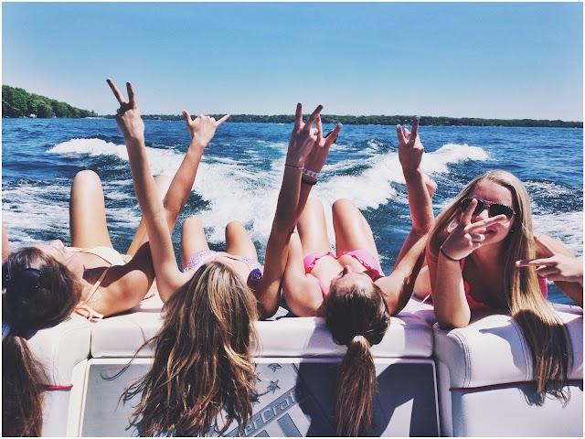 Έχοντας στενούς φίλους μπορεί να είστε πιο ευτυχισμένοι από το να είστε δημοφιλείς