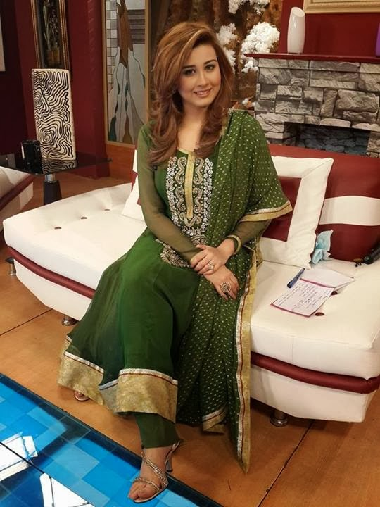 Samra Arsalan hot Pakistani host