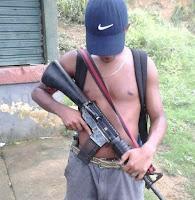 Traficante de drogas é absolvido por portar arma para se defender dos concorrentes