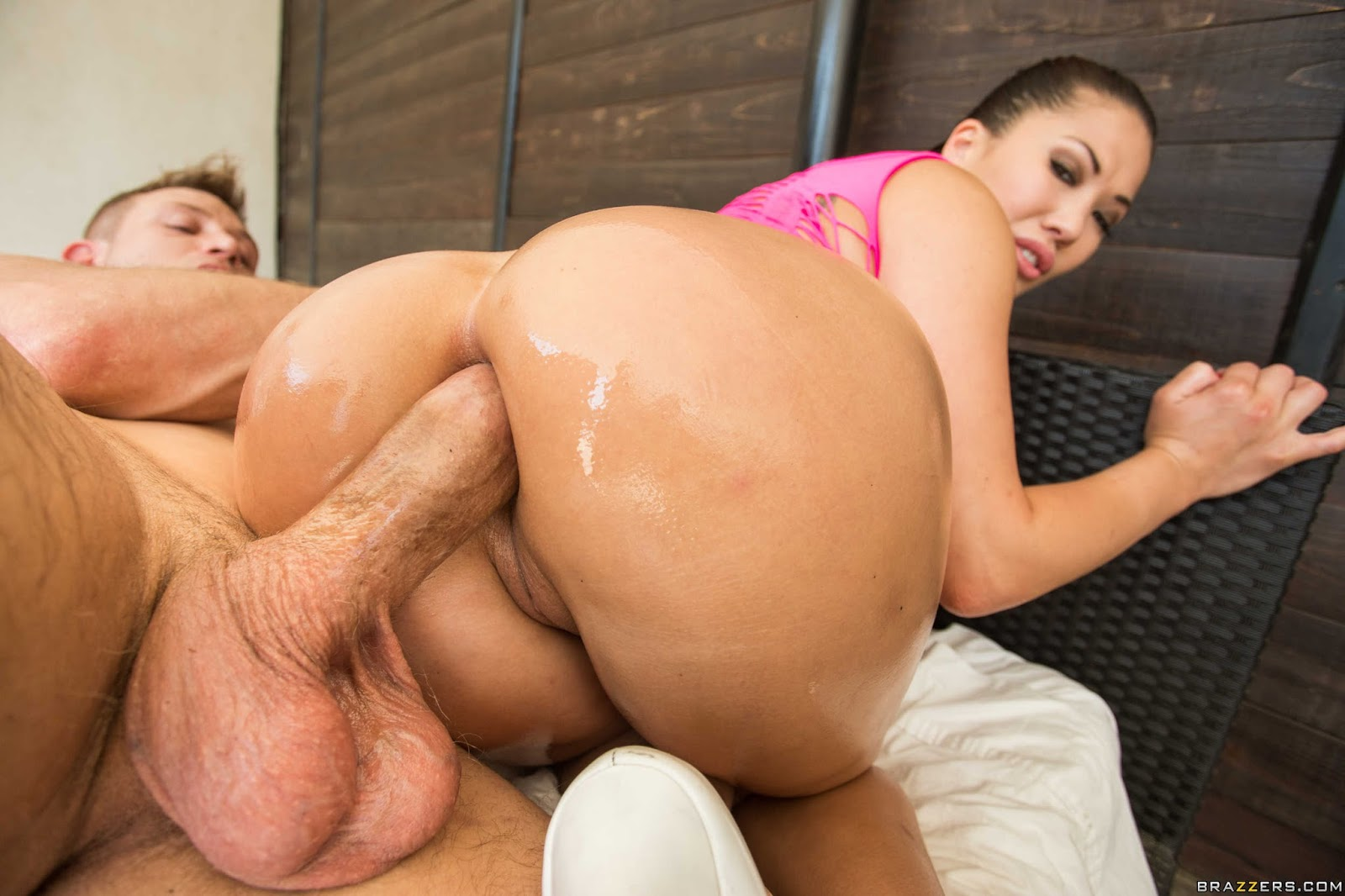 Wet big butt slut girl get hard fuck photo