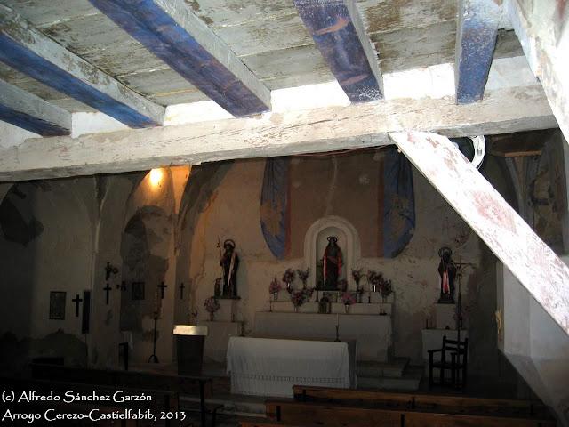 arroyo-cerezo-iglesia-atrio-interior