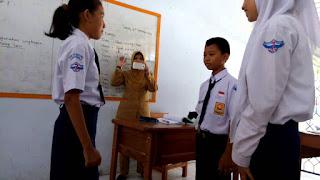 Percakapan Bahasa Sunda Tentang Pelajaran Singkat 3 Orang