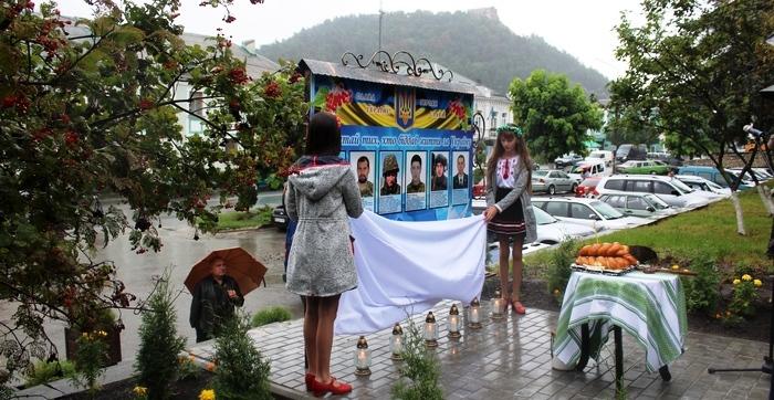 В Кременці відкрили пам'ятну дошку на честь кременчан, що  загинули за Україну