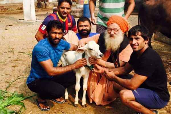 yogeshwar-dutt-slams-congress-for-murder-of-cow-in-kerala