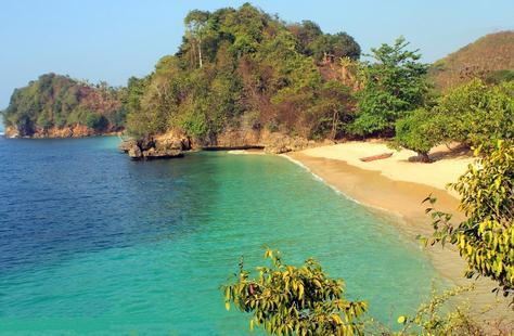 Begitu banyaknya potensi wisata di malang menciptakan kota yang termasuk wilayah jawa timur i Tempat Wisata Malang Jawa Timur terfavorit dan terbaru untuk keluarga:  7 Spot Menakjubkan di Pantai 3 Warna Yang Yarus Kamu Tahu