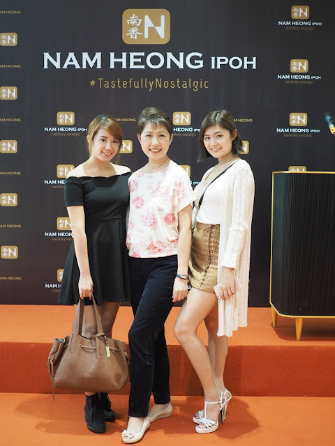 Posing With Bloggers Jia Yeen & Suki Yap