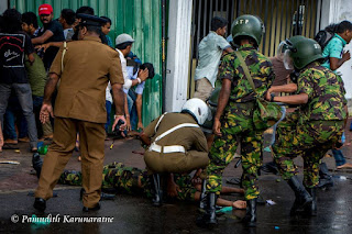 6 Police STF Injured after University Students attack in Colombo