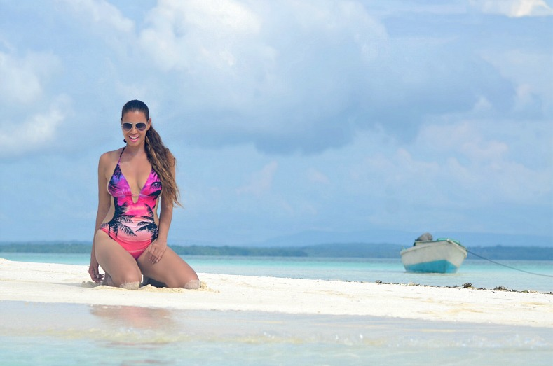 Pink monokini, hunkemoller, Swimsuit, Beachwear, Indonesia, Maluku, Kei Kecil islands, Tamara Chloé