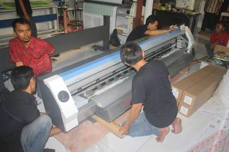 Para pembuat tali id card printing