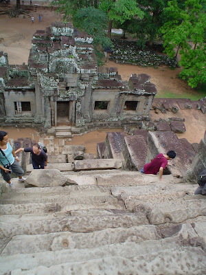 Íngreme subida Angkor Wat - Camboja