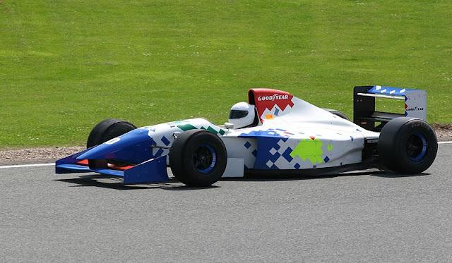 Gambar Mobil Balap F1 Arrows 1994