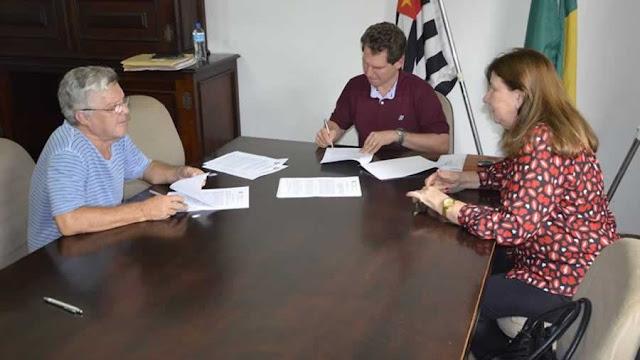 Entidades assinam convênio com a Prefeitura de Pinhal para 2018