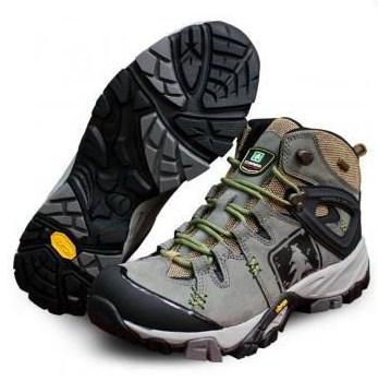 Consina merupakan produsen outdoor lokal yang merambah pangsa peralatan  pendakian. Seperti halnya Eiger 202174ac91