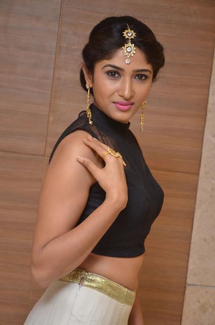Roshini Prakash hot navel