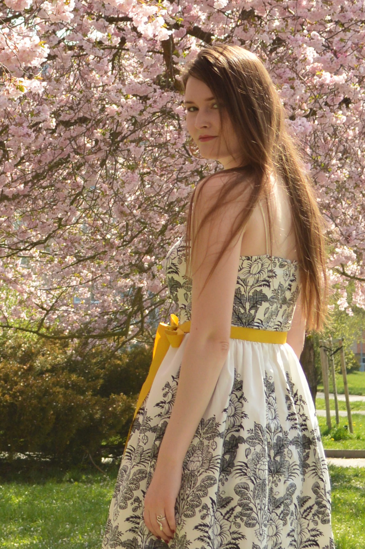 georgiana quaint, czech style, outfit, jessica howard dress, cherry blossoms lookbook