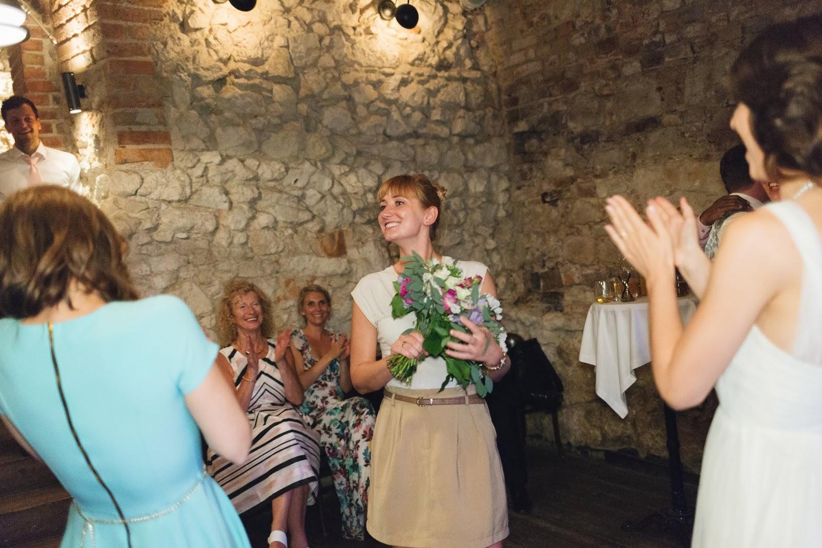 Wesele w Krakowie, Tradycyjne wesele, oczepiny, zabawy weselne, zwyczaje weselne, Jak powinny wyglądać oczepiny, Czy organizować oczepiny, Organizacja wesela, Planowanie wesela