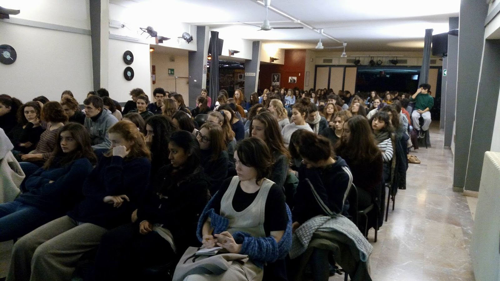 Nazione rom rom e studenti del liceo classico for Nazione di firenze