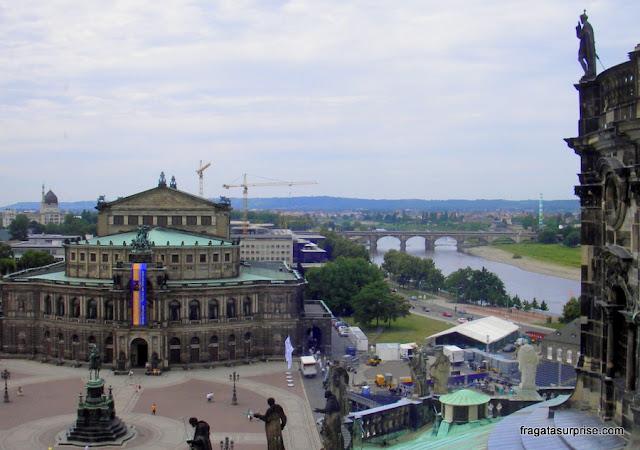 O Rio Elba e a Semperoper vistos do alto da torre do Castelo de Dresden