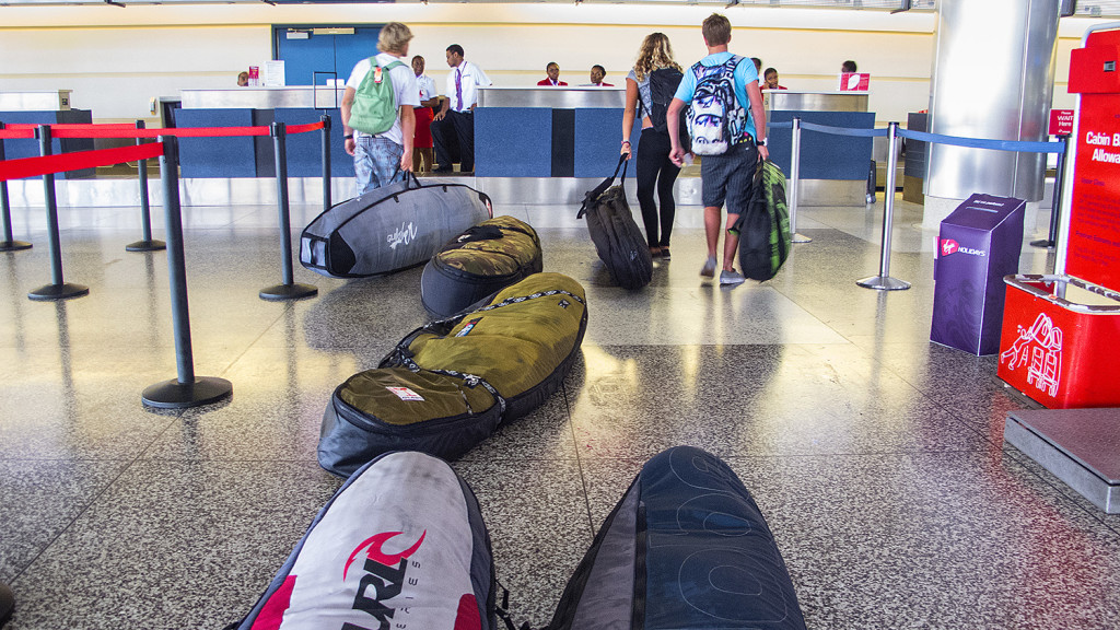avion transportar tablas de surf